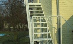 escalier en fer forgé, marche larmée